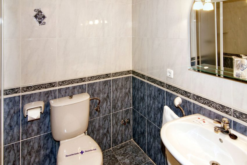 4 HOTEL_MONTEMAR_Benissa_2_en_suite_bathroom