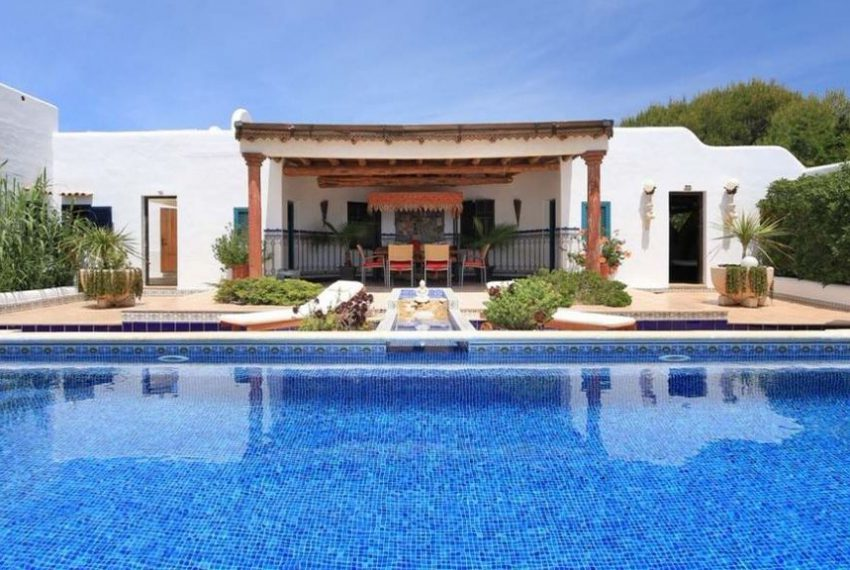 cw-ibiza-153112833541680villa-in-first-sea-line-near-cala-conta-or-sale_(2)