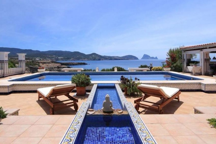 cw-ibiza-153112833541681villa-in-first-sea-line-near-cala-conta-or-sale_(3)