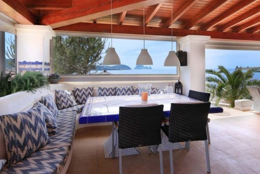 cw-ibiza-153112833541686villa-in-first-sea-line-near-cala-conta-or-sale_(8)
