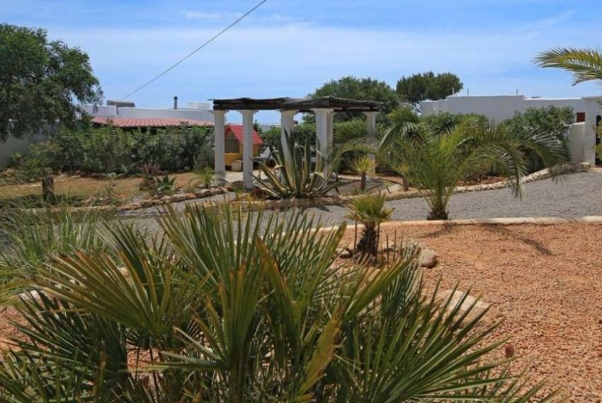 cw-ibiza-153112852441697villa-in-first-sea-line-near-cala-conta-or-sale_(4)